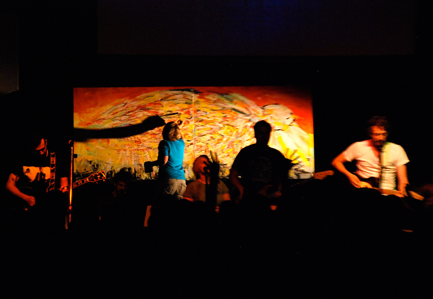 Live-painting-with-worship-band